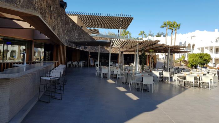 Der Aussenbereich der Bar Teide