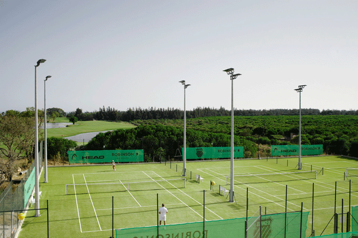 Die Tennisanlage im Robinson Club Quinta da Ria in Portugal